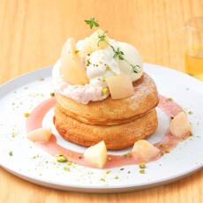 【7/7-8/3】期間限定 新作パンケーキ登場!「白桃とマスカルポーネクリームのパンケーキ はちみつバニラレモンソース」